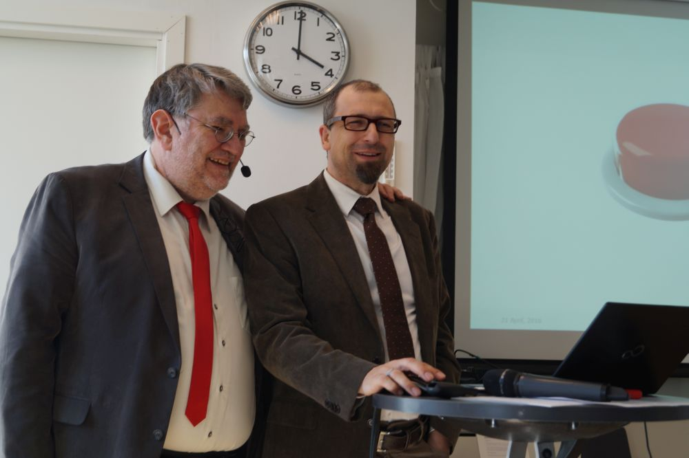 Ludwig Karg (Head of ERA-Net SG+ Support Team) and Michael Hübner (Coordinator of ERA-Net SG+) launching expera at the 2nd Call Launch Event in Stockholm, April 2016